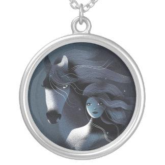 Wildes Pferd und ein Mädchen Versilberte Kette