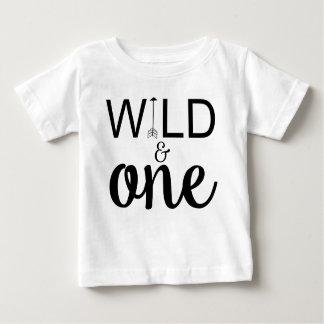Wildes und ein 1. Geburtstags-Shirt des Pfeiles Baby T-shirt