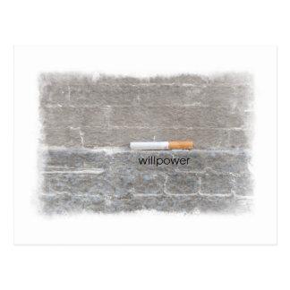 Willenskraft beendigt, letzte Zigarette rauchend Postkarte