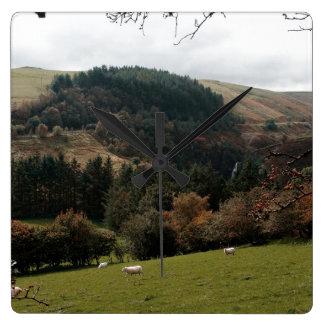 Wimpel-Tal Wales Quadratische Wanduhr