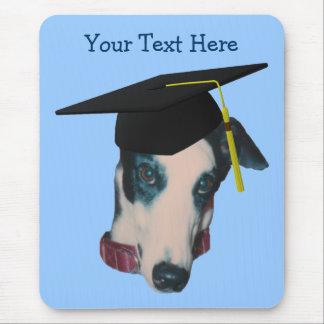 Windhund im Abschluss-Kappen-lustigen Hund Mousepad