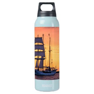 Windjammer auf der Ostsee Isolierte Flasche