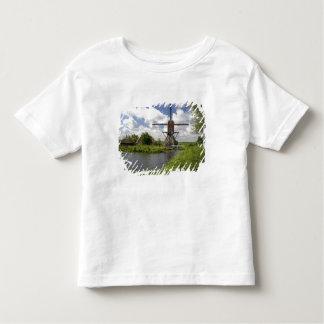 Windmühle entlang einem Kanal östlich von Leiden Kleinkind T-shirt