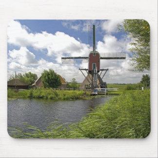 Windmühle entlang einem Kanal östlich von Leiden Mauspad