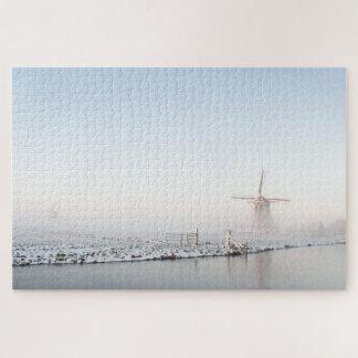 Windmühle im Schnee im Puzzlen des Winters Puzzle