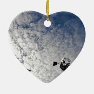 WINDMÜHLE U. BEWÖLKTER HIMMEL QUEENSLAND KERAMIK Herz-Ornament