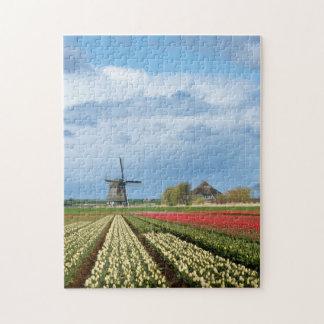 Windmühlen- und Tulpelandschaftsvertikalelaubsäge Puzzle