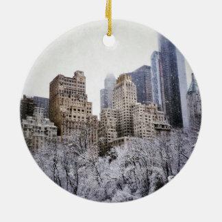 Winter-Blues in Central Park Rundes Keramik Ornament