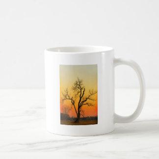 Winter-Jahreszeit-Sonnenuntergang-Baum Tasse