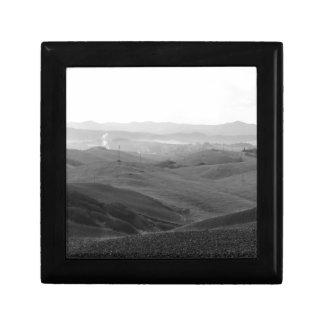 Winter-Toskana-Landschaft mit gepflogenen Feldern Schmuckschachtel