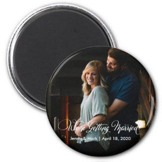 Wir erhalten verheirateten Save the Date Knopf Runder Magnet 5,1 Cm