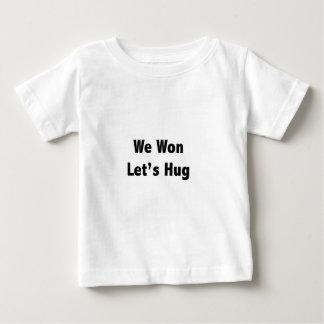 Wir gewannen lassen Umarmung Baby T-shirt