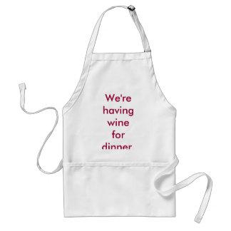 Wir haben Wein für Abendessen. Schürze