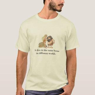 Wir leben im gleichen Haus differen herein… T-Shirt