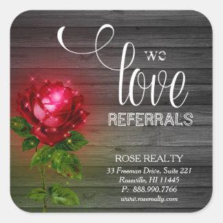Wir Liebe-Empfehlungs-Rose beleuchten hölzernen Quadratischer Aufkleber