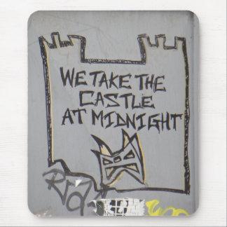 Wir nehmen das Schloss um Mitternacht Mousepad