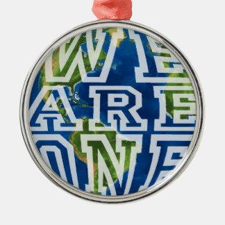 Wir sind ein rundes silberfarbenes ornament