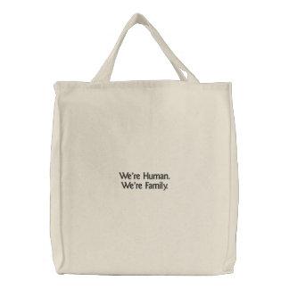 Wir sind menschlich. Wir sind Familie gestickte Bestickte Einkaufstaschen