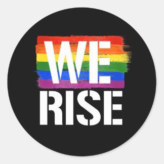 Wir steigen - LGBTQ Stolz -- - LGBTQ berichtigt - Runder Aufkleber