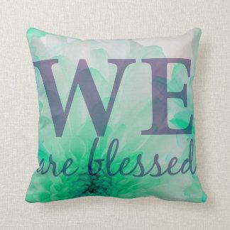 Wir werden - Flieder u. blauer Blumendruck Kissen