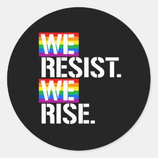 Wir widersetzen uns uns steigen - - LGBTQ Runder Aufkleber