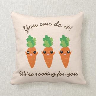 Wir wurzeln für Sie lustige aufmunternde Karotten Kissen
