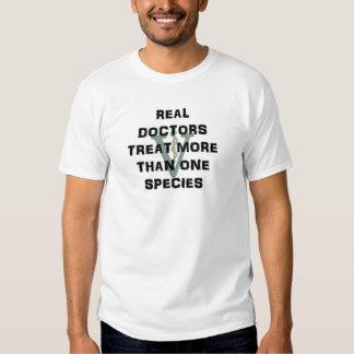 Wirkliche Doktoren Treat Mehr Als eine Art T-shirt