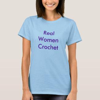 Wirkliche Frauen-Häkelarbeit T-Shirt