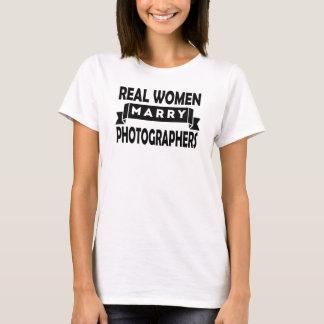 Wirkliche Frauen heiraten Fotografen T-Shirt