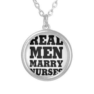 Wirkliche Männer heiraten Krankenschwestern Versilberte Kette