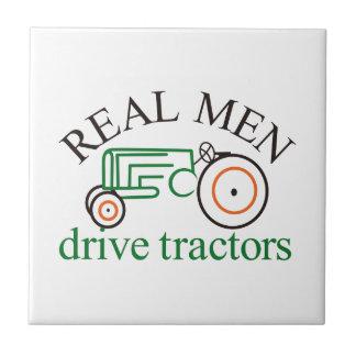 Wirklicher Mann-Traktor Fliese
