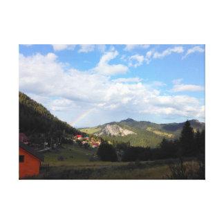 Wirklicher Regenbogen im Tal Leinwanddruck