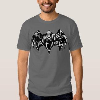 Wirklicher Vampires-Abnutzungs-Kap-Dracula-T - Shirts