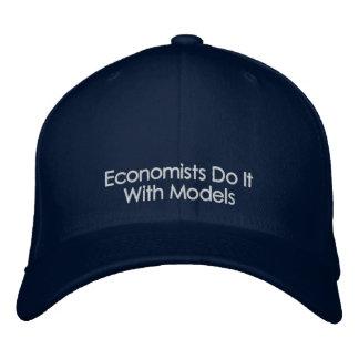 Wirtschaftswissenschaftler tun es mit bestickte kappe