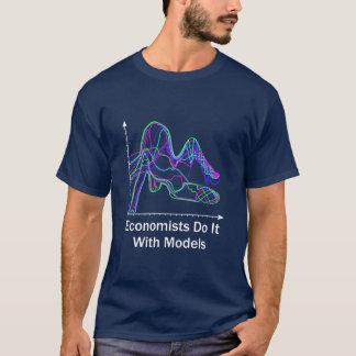 Wirtschaftswissenschaftler tun es mit T-Shirt