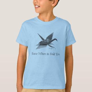 Wissen Sie, wann man sie faltet T-Shirt