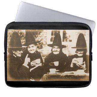 Witches Tea Party – sepia Laptopschutzhülle