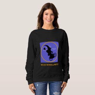 Witchy Frau auf Rädern für Halloween Sweatshirt