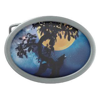 Wolf, der am Mond heult Ovale Gürtelschnallen