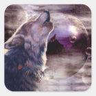 Wolf, der am Mond heult Quadratischer Aufkleber