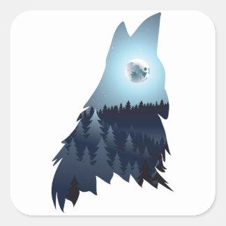 Wolf, der mit Wald 4 heult Quadratischer Aufkleber
