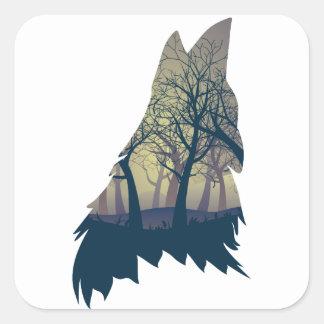 Wolf, der mit Wald heult Quadratischer Aufkleber