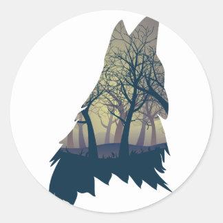 Wolf, der mit Wald heult Runder Aufkleber