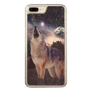 Wolf im Mond heulend an der Erde Carved iPhone 8 Plus/7 Plus Hülle