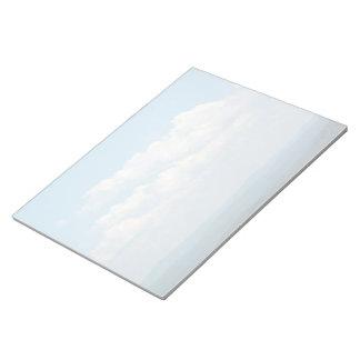 Wolken über Bergen Notizblock