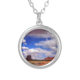 Wolken über der Wüste Versilberte Kette
