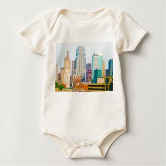 Wolkenkratzer-hoher Aufstiegs-im Stadtzentrum Baby Strampler