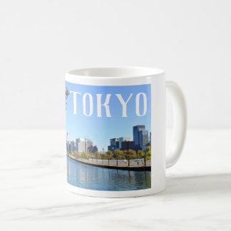 Wolkenkratzer in Tokyo, Japan Kaffeetasse