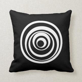 Wonky Kreis-Schwarz-weißes Kissen