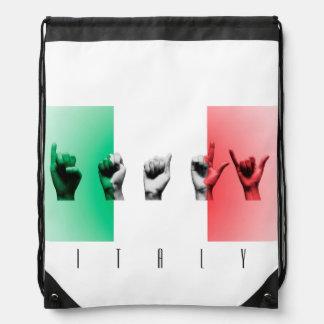 Wort Italien über der italienischen Flagge Turnbeutel